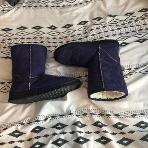 Size 7 purple uggs